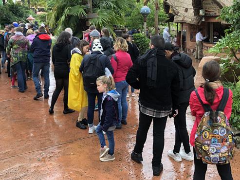 """Que se passe-t-il encore à Disneyland Paris? """"Non, ce n'est pas la file d'attente pour une attraction..."""""""