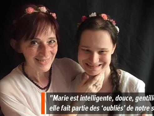 """Marie, autiste de 23 ans, vit isolée et oubliée selon sa maman: """"Il est temps d'ouvrir des centres de jours adaptés à l'autisme!"""""""