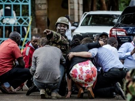 Attaque jihadiste au Kenya: les démineurs et équipes cynophiles à pied d'oeuvre