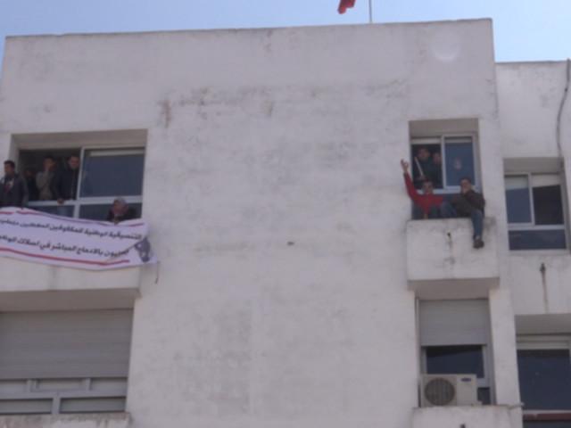 Évacués de force par les forces de l'ordre, les diplômés chômeurs malvoyants et non-voyants contraints de mettre fin à leur sit-in