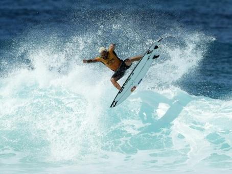 Surf: le Brésilien Ferreira sacré grand champion 2019