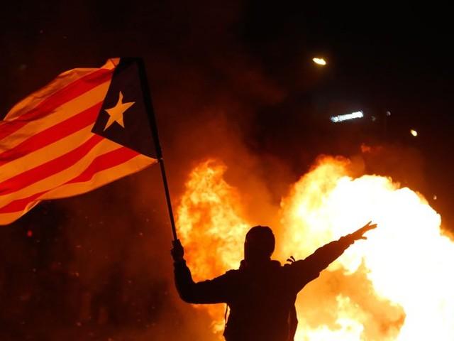 À Barcelone, de violents affrontements en marge du Clasico : 10 arrestations et 64 blessés