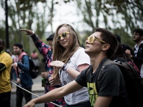 Techno Parade 2019: des gilets jaunes viennent perturber le défilé à Paris