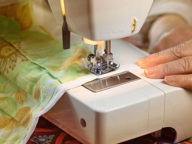 """""""Bas les masques"""" : les couturières ne veulent plus travailler gratuitement, une Montpelliéraine témoigne"""