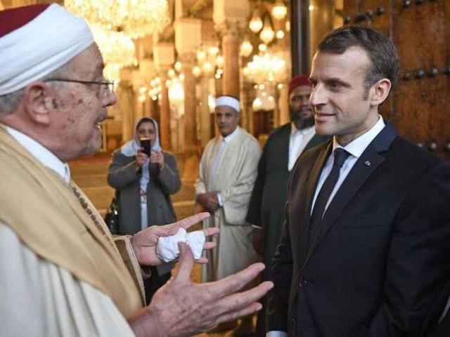Emmanuel Macron appelé à mettre fin à la haine contre les musulmans