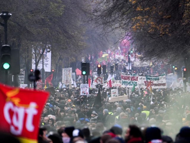 EN DIRECT - Grève contre la réforme des retraites : entre 800.000 et 1,5 million de manifestants en France