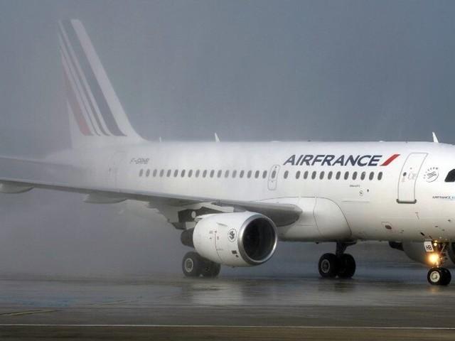 """Coronavirus: Air France va """"supprimer"""" des lignes, en échange de l'aide de l'État"""