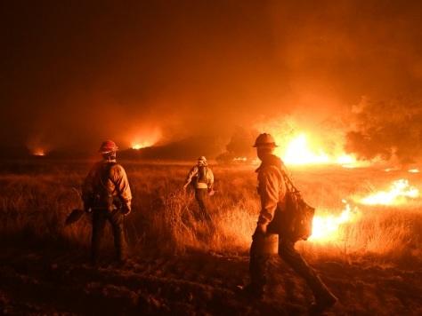 Incendies: mince espoir d'accalmie en Californie