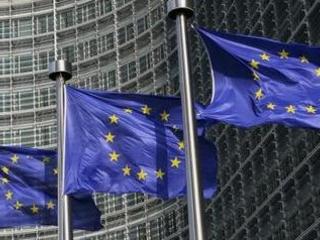 Armée d'une nouvelle directive, Bruxelles veut un big bang des services de paiement