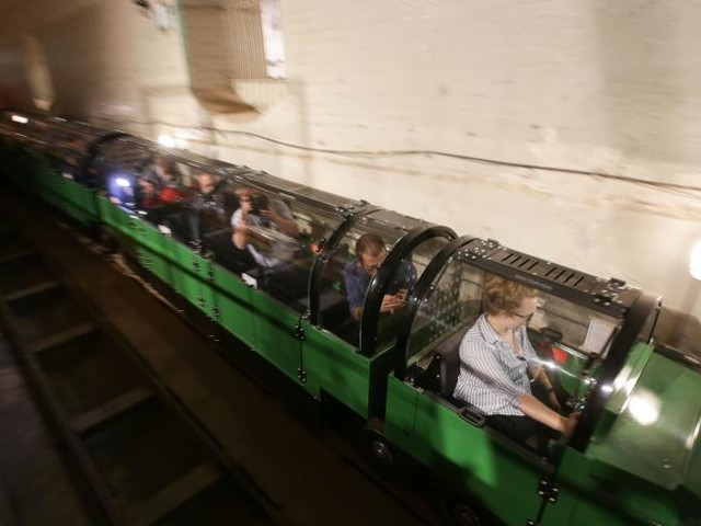 Embarquez à bord du train postal dans les sous-sols de Londres