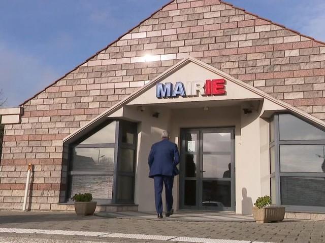 """Municipales : ces maires qui se sentent forcés de se représenter pour """"sauver"""" leur commune"""
