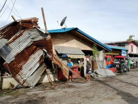 Au moins 16 morts dans le typhon qui a balayé les Philippines à Noël