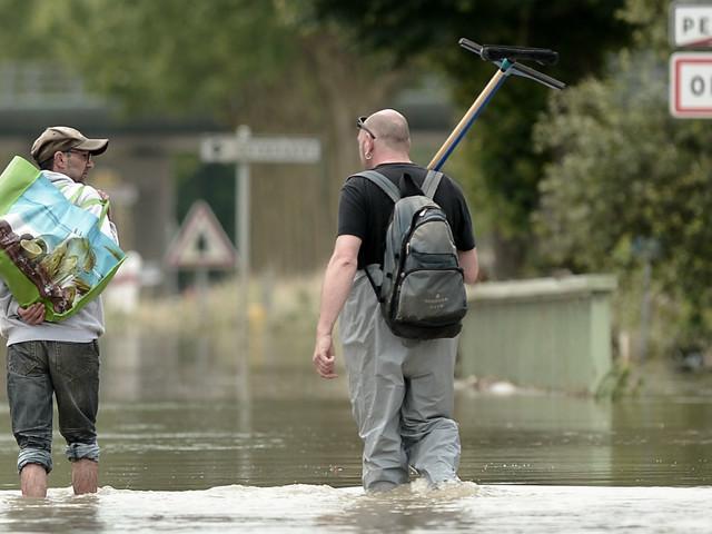 """""""On risque de ne pas rentrer à la maison"""" : dans les Landes, des habitants évacués inquiets face aux inondations"""