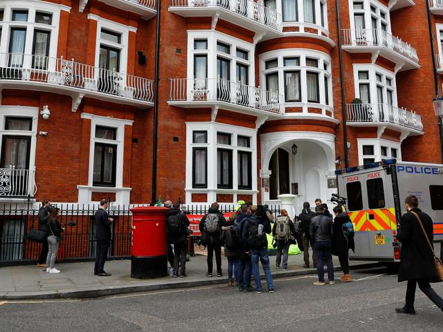 Julian Assange arrêté dans l'ambassade d'Équateur