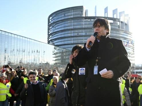 Puigdemont fait son entrée au Parlement européen, son immunité en question