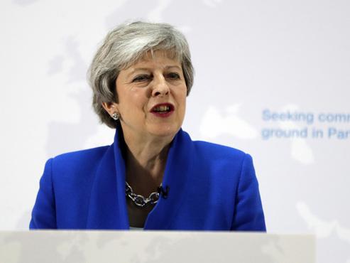 """Brexit: Theresa May présente un """"accord de la dernière chance"""" pour sortir de l'impasse"""