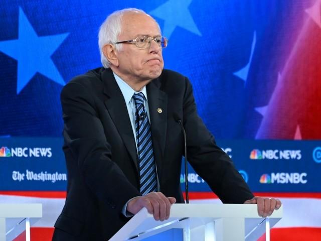 Primaire démocrate: Warren et Sanders se déchirent, les progressistes s'inquiètent