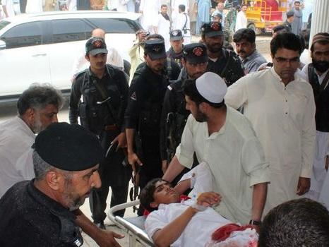 Pakistan: 25 morts dans un attentat, un candidat aux élections tué