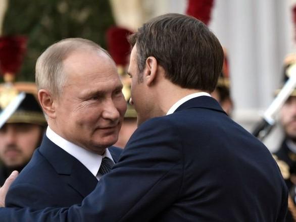 Sommet Normandie: Macron fait la bise à Poutine et Merkel puis tape Zelensky sur l'épaule - vidéos