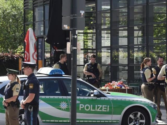 Coups de feu près de Munich, plusieurs blessés, une interpellation: une policière, touchée à la tête, entre la vie et la mort