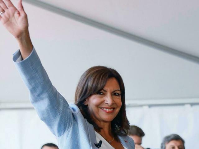 A peine lancée, Hidalgo suscite débat et critiques
