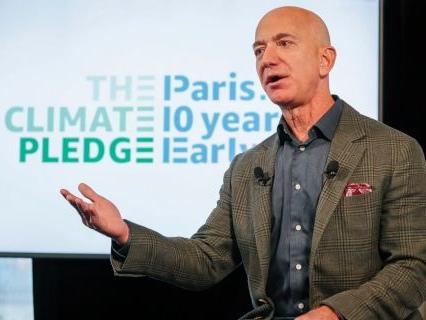 Amazon commande 100 000 véhicules électriques à Rivian pour faire sa révolution écologique