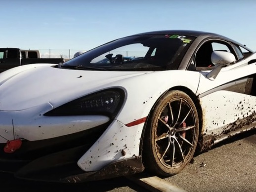 Il manque de pulvériser la McLaren 600 LT de son ami