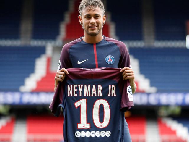 PSG - Amiens: Neymar présenté aux supporters mais ne jouera pas à cause d'un retard administratif