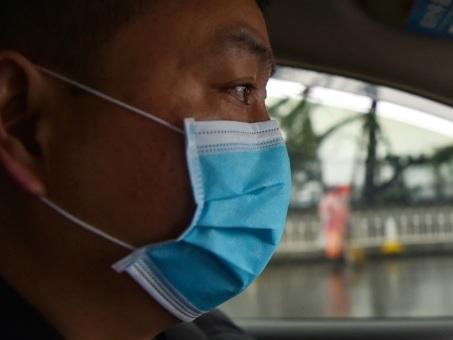 """Coronavirus en France: isoler les malades et repérer leurs proches pour """"circonscrire l'incendie"""""""