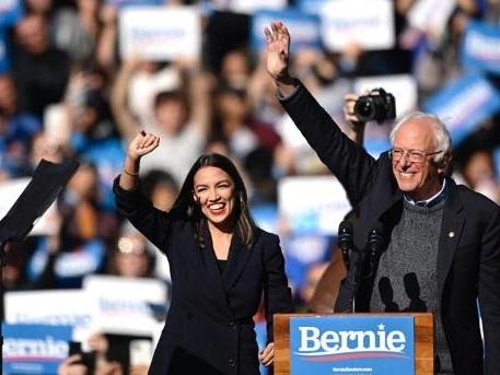 """Présidentielle 2020 aux Etats-Unis - """"AOC"""", figure de la jeune garde démocrate, soutient Bernie Sanders"""