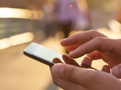 Bon plan Noël 2019 : forfait mobile RED by SFR 50 Go à 12 € par mois
