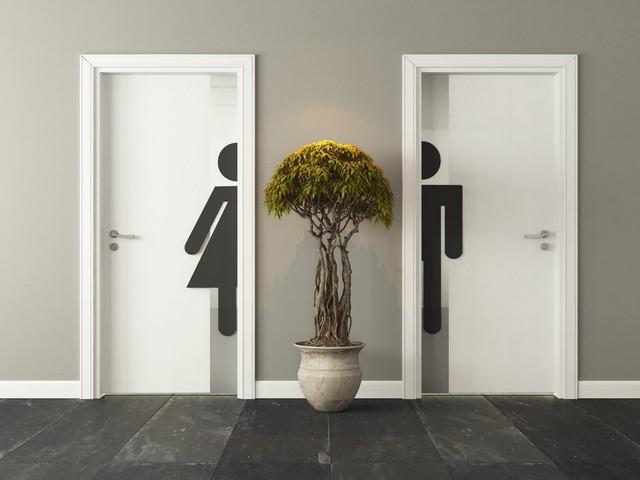 Comment réagir quand vos collègues (ou votre chef!) veulent vous parler aux toilettes