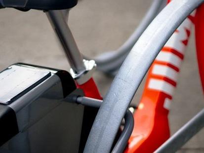 Trottinettes, vélos : les entreprises investissent dans les deux-roues
