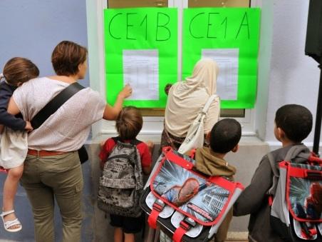 Sorties scolaires: la question du port du voile en débat au Sénat
