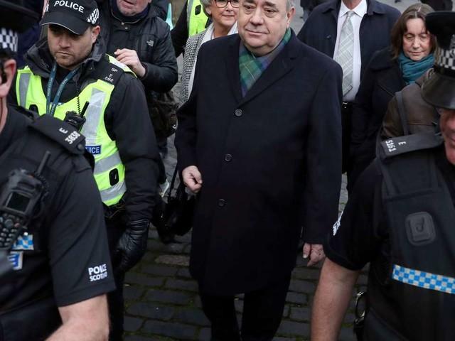 Accusé d'agressions sexuelles, l'ancien leader écossais Alex Salmond plaide non coupable