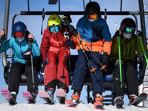 La Suisse rouvre ses stations de ski malgré la 2ème vague: avec quelles mesures et à quand la France?