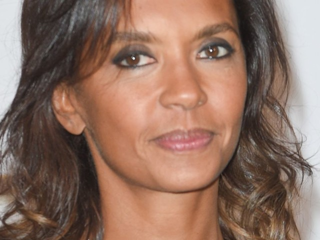 """Karine Le Marchand pose au naturel un """"lendemain de fête"""" et fait l'unanimité"""