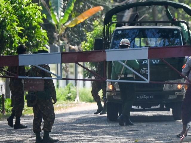 En Birmanie, l'armée instaure la loi martiale dans plusieurs villes