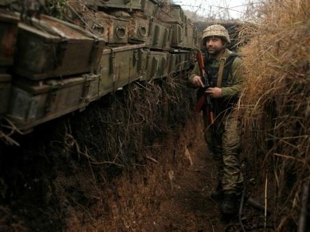 Sur le front, des soldats ukrainiens inquiets des efforts de paix du président