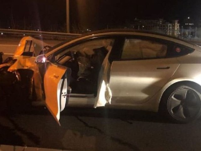 Tesla : l'Autopilot d'une Model 3 a provoqué un accident avec une voiture de police