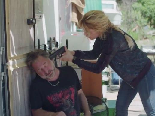 Plus belle la vie en avance : Ariane sur le point de tuer son père ! (VIDEO PBLV 3585)