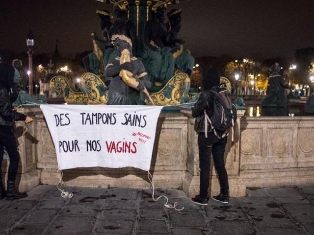 Journée internationale des filles: À Paris, des fontaines rouge sang pour dénoncer le tabou des règles
