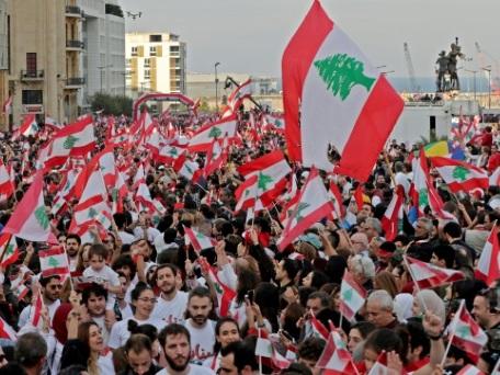 """Les Libanais dans la rue dans l'espoir d'une nouvelle """"indépendance"""""""