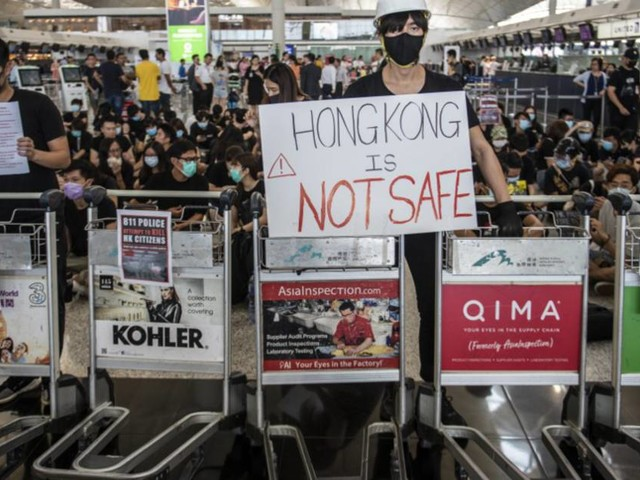 Hong-Kong : Cathay Pacific menace de licenciement les employés qui manifestent