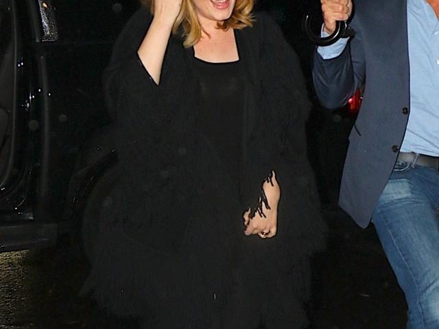 Adele souhaite un bon anniversaire à Nicole Richie... à sa façon !