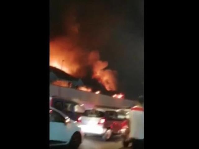 Plusieurs bus emportés par le feu à Casablanca (Vidéo)