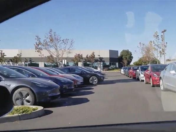 Tesla Model 3 : premières livraisons cette semaine … en Californie (+ vidéos)