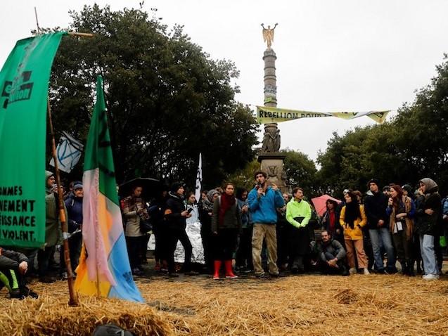 """Reportage : avec les militants d'""""Extinction Rebellion"""", place du Châtelet à Paris"""