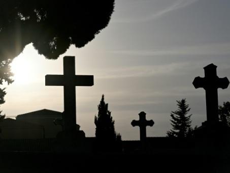 Loire: une maire interdit à ses administrés de mourir le week-end
