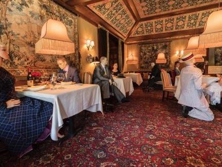 Un restaurant étoilé à Washington mixte clients et mannequins pour faire respecter la distanciation